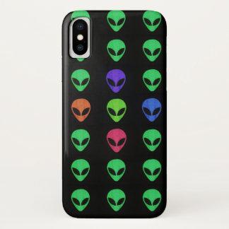 Capa Para iPhone X Aliens de uma cor diferente