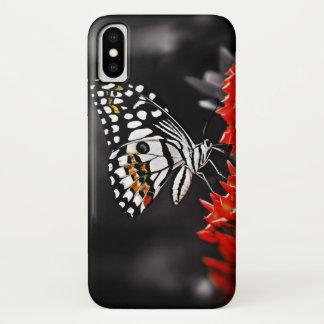 Capa Para iPhone X Borboleta em flores vermelhas