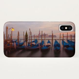 Capa Para iPhone X Italia, Veneza. Gôndola ancoradas no crepúsculo
