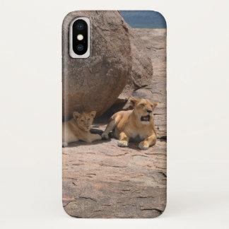 Capa Para iPhone X Leões em uma rocha
