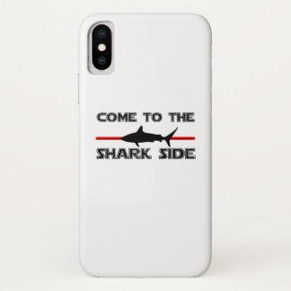 Capa Para iPhone X Os grandes tubarões brancos vêm aos tubarões