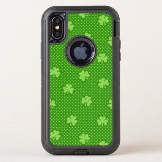 Capa Para iPhone X OtterBox Defender Dia verde de Patricks do santo do teste padrão do
