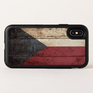 Capa Para iPhone X OtterBox Symmetry Bandeira da república checa na grão de madeira