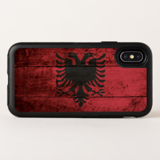 Capa Para iPhone X OtterBox Symmetry Bandeira de Albânia na grão de madeira velha
