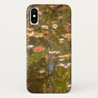 Capa Para iPhone X Reflexão das folhas e do córrego de outono no