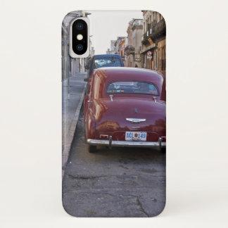 Capa Para iPhone X Um carro vermelho velho clássico de Peugeot