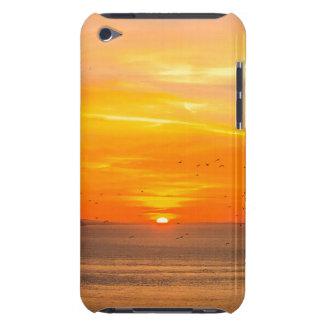 Capa Para iPod Touch Costa do por do sol com Sun alaranjado e pássaros