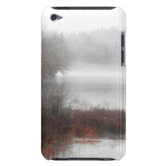 Capa Para iPod Touch Lago nevoento em um dia de inverno