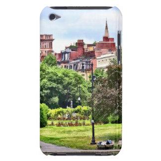 Capa Para iPod Touch MÃES de Boston - relaxando no jardim público de