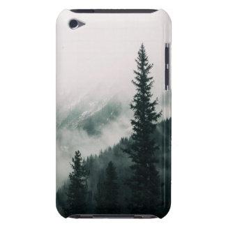 Capa Para iPod Touch Sobre as montanhas e a calha as madeiras