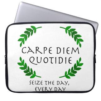 Capa Para Laptop Carpe Diem Quotidie - apreenda o dia, cada dia