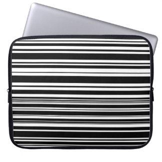 Capa Para Laptop Multidões de listras preto e branco desiguais