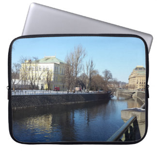 Capa Para Laptop Riverbank de Vltava na bolsa de laptop de Praga