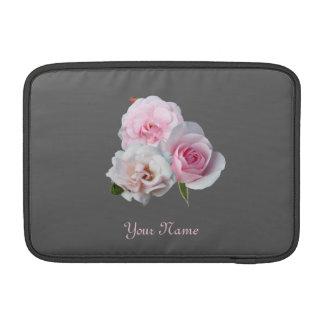 Capa Para MacBook Air Três rosas cor-de-rosa. Teste padrão floral.