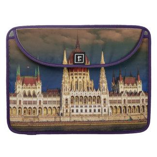 Capa Para MacBook Construção húngara do parlamento em Budapest,