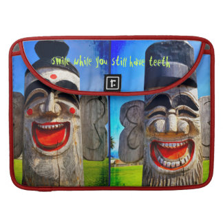 Capa Para MacBook Foto de madeira de riso da cara dos dentes do