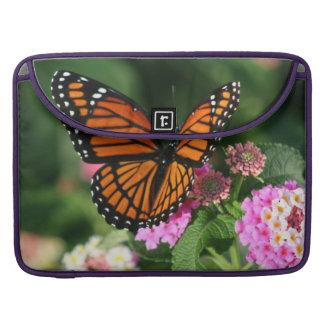 Capa Para MacBook Pro Borboleta bonita na flor do Lantana