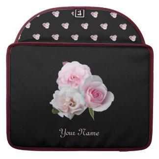 Capa Para MacBook Pro Três rosas cor-de-rosa. Teste padrão floral.
