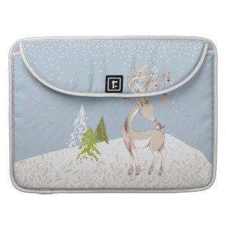 Capa Para MacBook Rena bonito e pisco de peito vermelho na neve