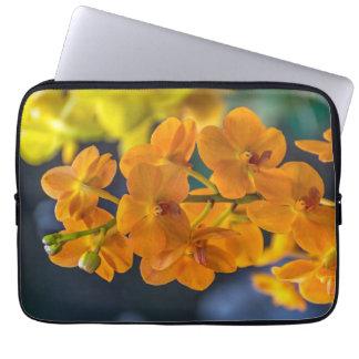 Capa Para Notebook A bolsa de laptop alaranjada das orquídeas