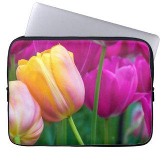 Capa Para Notebook A bolsa de laptop alaranjada e roxa das tulipas