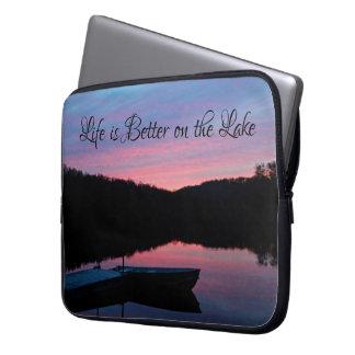"""Capa Para Notebook A """"vida é melhor a bolsa de laptop no lago"""""""