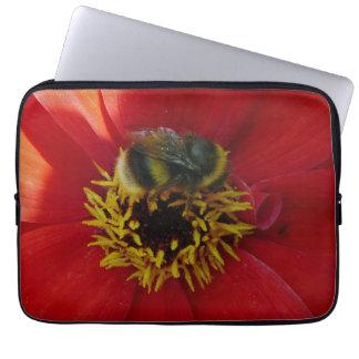 Capa Para Notebook Abelha em uma bolsa de laptop vermelha da flor