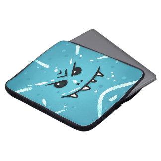 Capa Para Notebook Cara azul engraçada com sorriso Sneaky