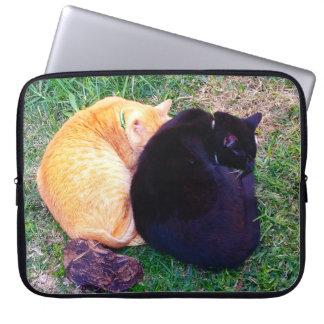 Capa Para Notebook Dois gatos que napping
