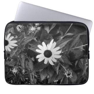 Capa Para Notebook Flor clássica preto e branco