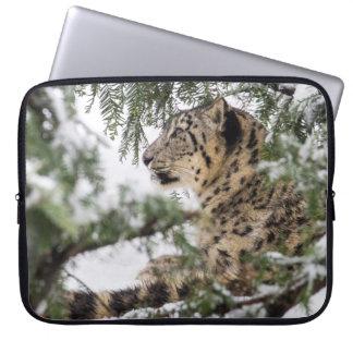 Capa Para Notebook Leopardo de neve sob Bush nevado