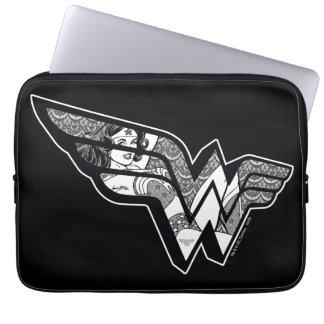 Capa Para Notebook Mulher maravilha que senta-se em logotipo angular