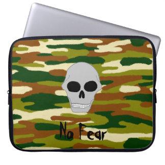 Capa Para Notebook O crânio dos marrons e dos verdes da camuflagem