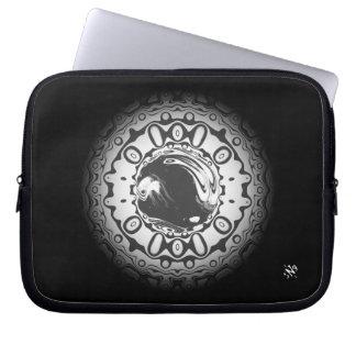 Capa Para Notebook Olho com aluno hipnótico (ou o que quer que você