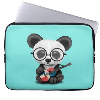 Capa Para Notebook Panda do bebê que joga a guitarra dominiquense da
