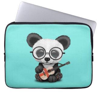 Capa Para Notebook Panda do bebê que joga a guitarra inglesa da