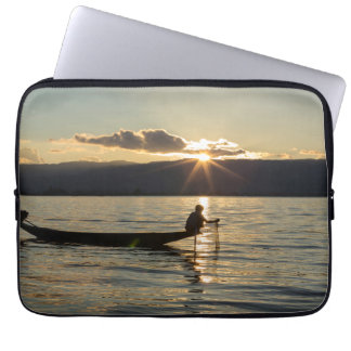 Capa Para Notebook Pescador no por do sol
