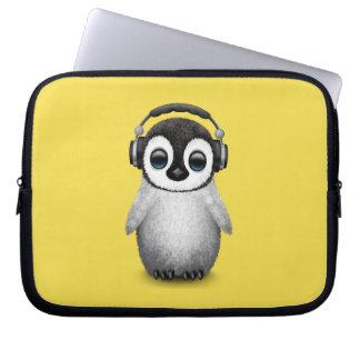Capa Para Notebook Pinguim bonito DJ do bebê que veste fones de