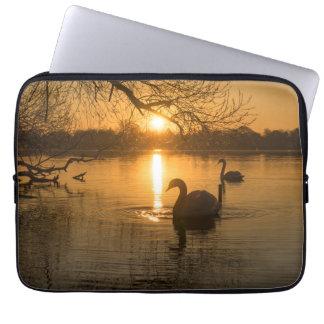 Capa Para Notebook Por do sol com cisne