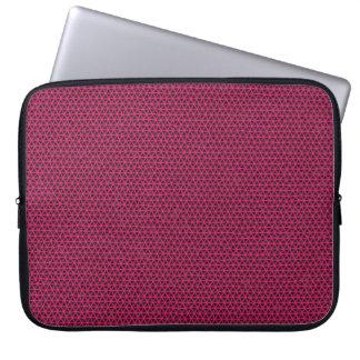 Capa Para Notebook Triângulos fúcsia na luva preta do iPad