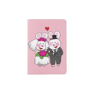 Capa Para Passaporte coelhos do casamento da noiva & do noivo