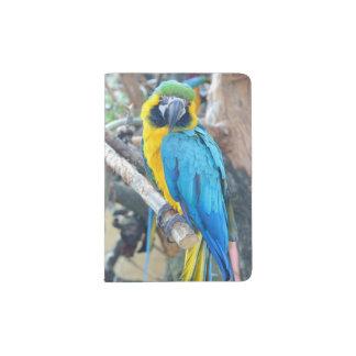 Capa Para Passaporte Papagaio colorido do Macaw na árvore