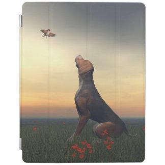 Capa Smart Para iPad Cão tan preto que olha um vôo do pássaro