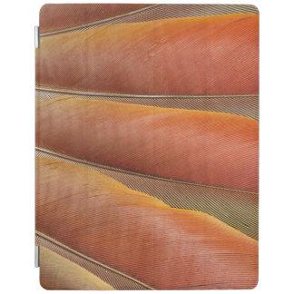 Capa Smart Para iPad Escarlate das penas Vermelho-Alaranjadas do Macaw
