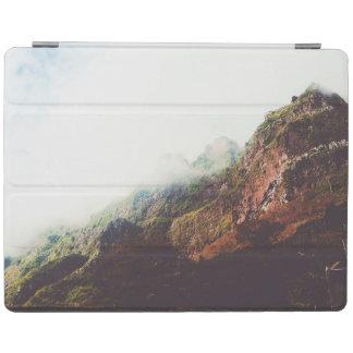 Capa Smart Para iPad Montanhas enevoadas, cena de relaxamento da