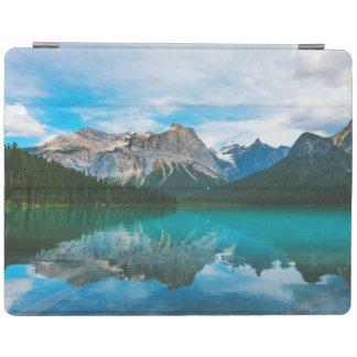 Capa Smart Para iPad O Moutains e a água azul