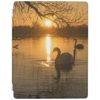 Capa Smart Para iPad Por do sol com cisne