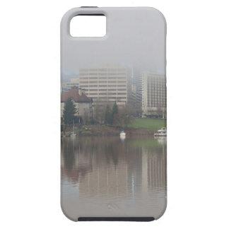 Capa Tough Para iPhone 5 Dia nevoento ao longo do panorama de Portland OU
