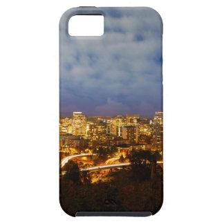 Capa Tough Para iPhone 5 Portland OU arquitectura da cidade na hora azul