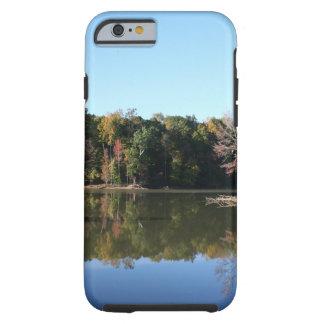 Capa Tough Para iPhone 6 Reflexão do lago das folhas alaranjadas da queda &